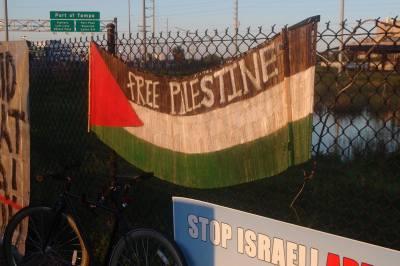 10-12-14ZimProtestTampa13