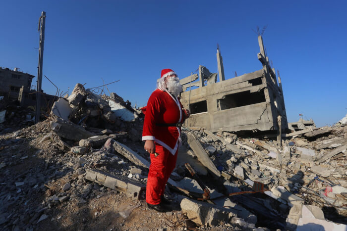Santa Claus visits homeless in destroyed Gaza city