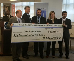 Detroit Mayor Mike Duggan and Robert Brennan and Kristen Holt of United Way recieving 1 of 2 checks from  Anwar Khan of Islamic Relief USA and Muzammil Ahmed of MMCC