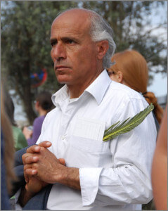 Mordechai Vanunu praying for FREEDOM from Israel, Palm Sunday 2009. Photographer unknown.