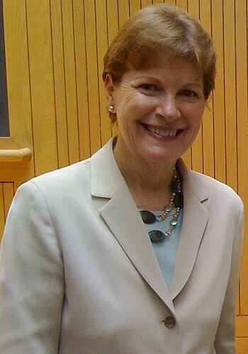 English: Senator Jeanne Shaheen campaigning in...