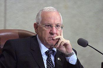 עברית: חבר הכנסת ראובן ריבלין על כס יושב ראש הכנסת