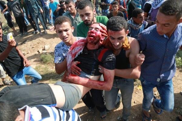 Palestinian carry a victim of the Israeli gunfire, Abdul al-Wahidi. Copyright (C) Tarek Masood 2015. All Rights Reserved