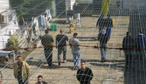 Palestinian prisoners turn to hunger strikes