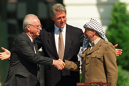President Clinton presides over White House ceremonies marking the signing of the peace accord between Israel and the Palestinians, with Israeli Prime Minister Yitzhak Rabin, left, and Palestinian leader Yasser Arafat, right, in Washington Sept. 13, 1993. (Courtesy Wikipedia)