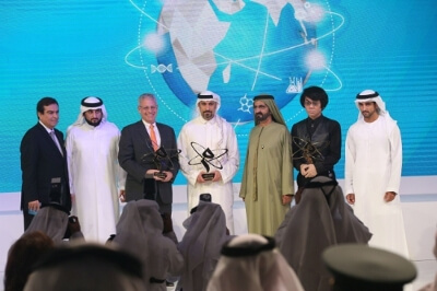 Dubai ruler with the winners. (PRNewsFoto/Mohammed Bin Rashid Al Maktoum)