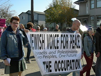 Jewish Voice for Peace contingent marching in ...