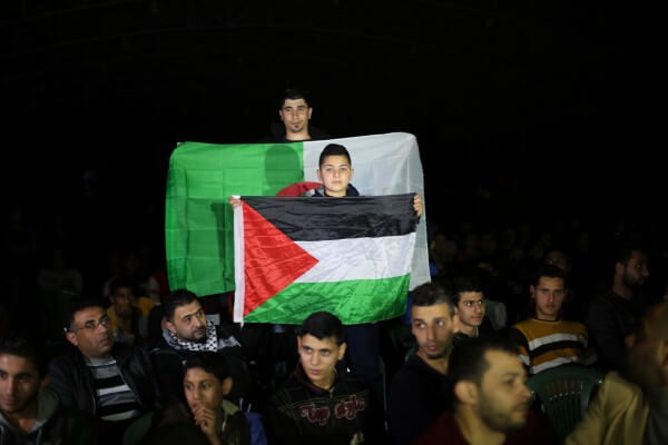 Algerians salute Palestinian football team