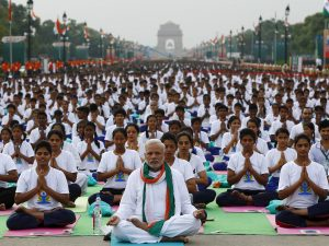14-photos-of-indian-prime-minister-narendra-modi-leading-35000-people-in-yoga