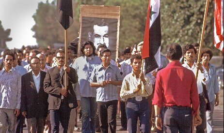 Cesar Chavez (center) at the Nagi Daifallah funeral march, Delano, CA, 1973. Bob Fitch photography archive, © Stanford University Libraries