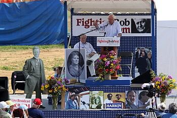 English: Bernie Sanders speaks at Bobfest '09
