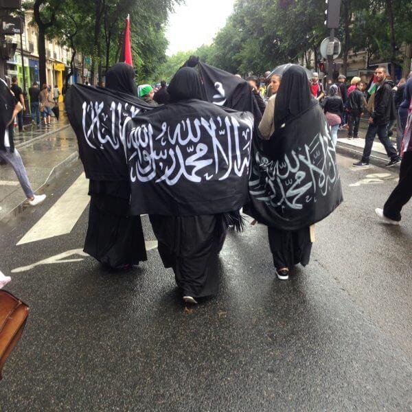 Muslim women in Berqas protesting