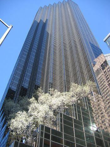 English: Trump Tower seen from 5th Avenue, New...