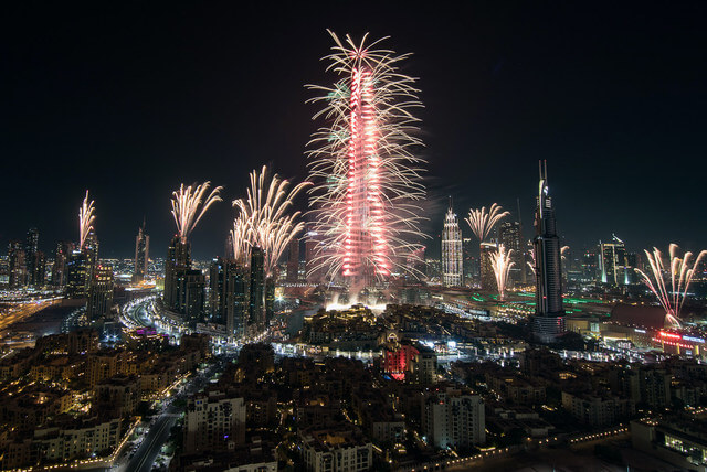 Dubai New Years fireworks display dazzles