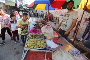 Children celebrate Ramadan Eid in Gaza with food vendor. Photo courtesy of Mohammed Asad