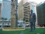 Rafic Hariri statue in front of the St. George Hotel in Beirut Lebanon (Photo credit: Wikipedia)