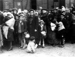 Auschwitz concentration camp, arrival of Hungarian Jews, Summer 1944 (Photo credit: Wikipedia)
